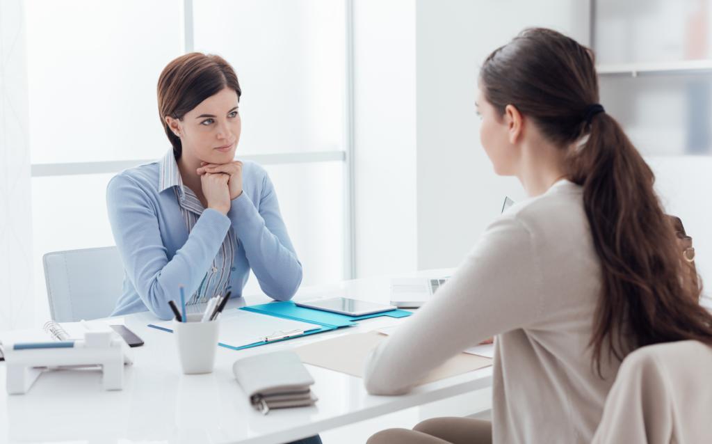 Recruiter predicting employee engagement through psychometric testing